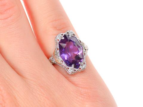 Grand Amethyst Art Deco Filigree Ring