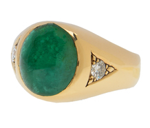 Striking Emerald Diamond Ring
