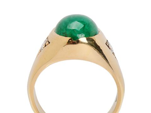 Striking Emerald Diamond Ring
