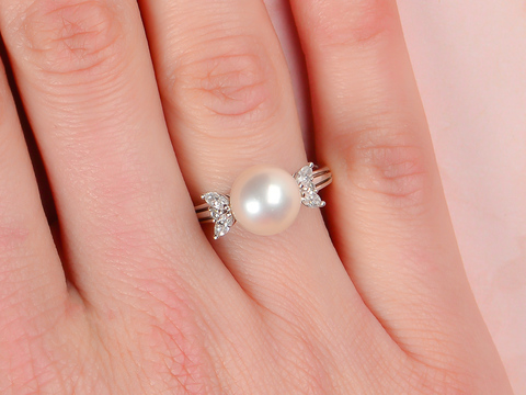 Signed Cultured Pearl Diamond Ring