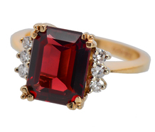 Garnet Glow - Diamond Ring