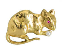 Charming Antique Mouse Brooch in Gold