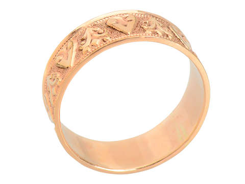 Victorian Hearts - Patterned Wedding Band of 14k
